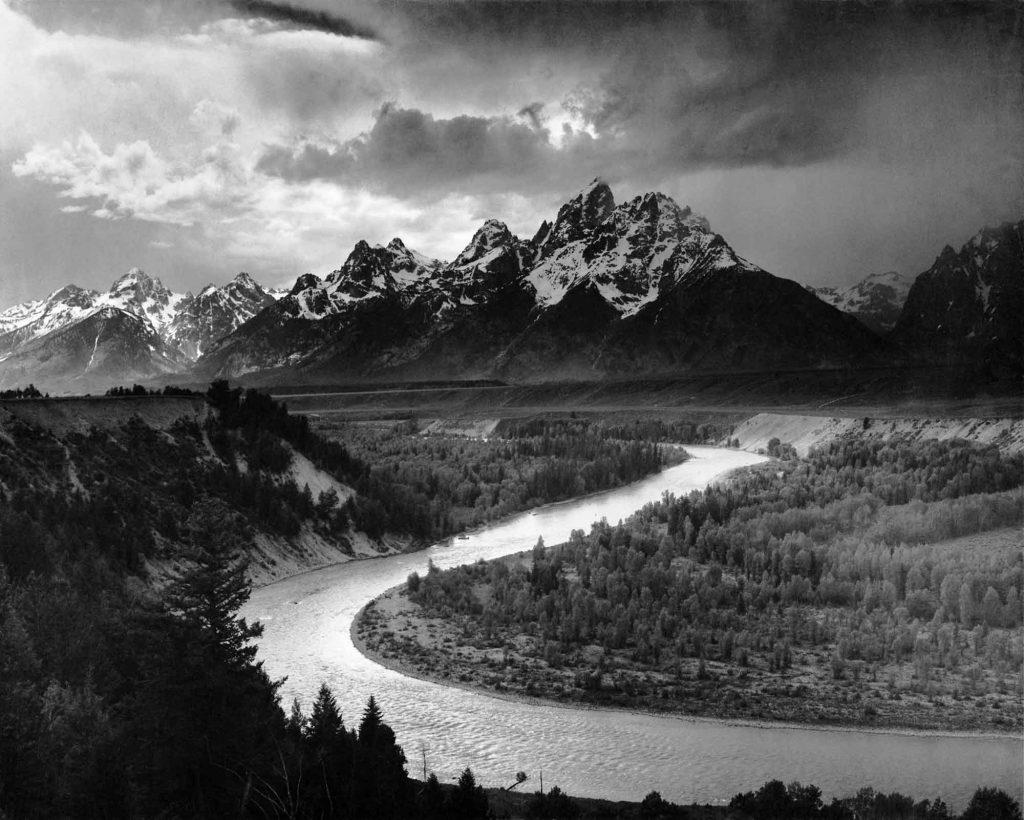 Ansel Adams Tepeler ve Kıvrılan Nehir