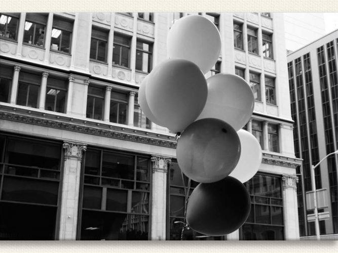 Henri Cartier Bresson Şehirde Balonlar