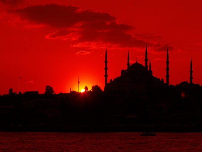 Sabahattin Kayış gün batımında Istanbul